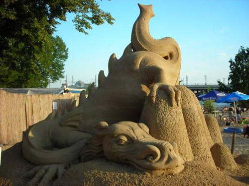 Drache aus Sand © Astrologin Bärbel Zöller