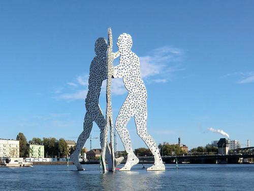 3 Riesen auf der Spreee © Astrologin Bärbel Zöller