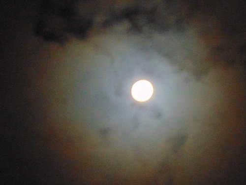 Vollmond mit Wolken © Astrologin Bärbel Zöller